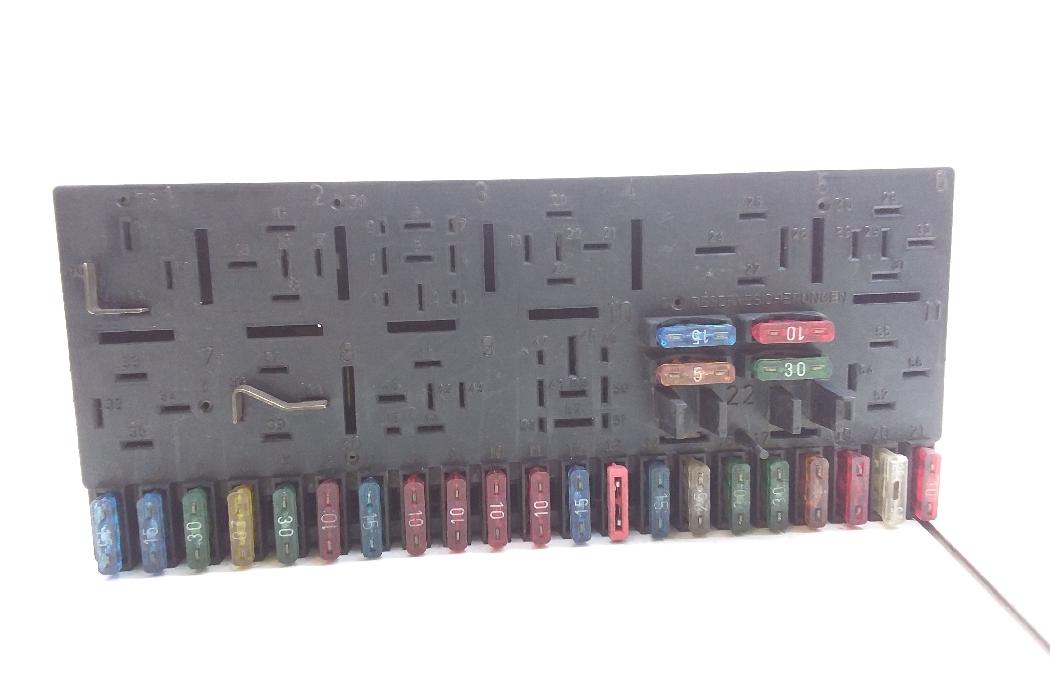 audi 80 fuse box audi 80  8c  b4  fuse box 443941822b 4412268  audi 80  8c  b4  fuse box 443941822b